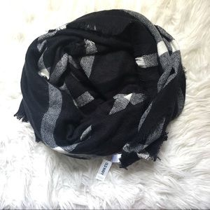 NWT Old Navy Black and White Blanket Scarf